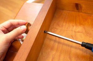 どんな扉の厚みでも、取っ手やツマミはつけられる?