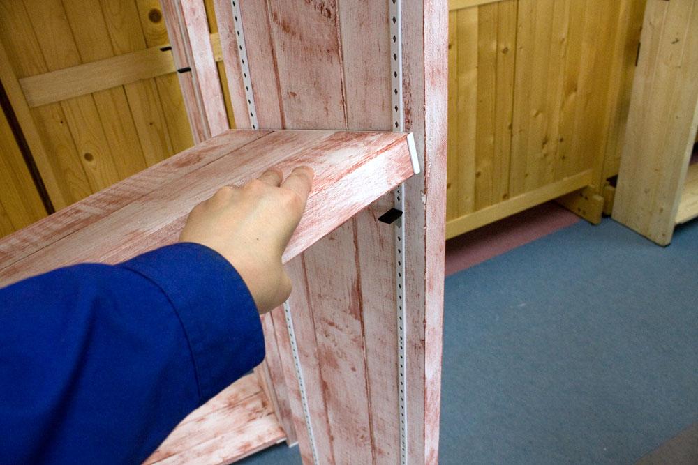 棚柱に棚を載せる