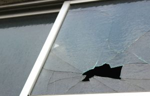 台風から窓ガラスを守る!ガラスが割れる前にやるべきこと1つ