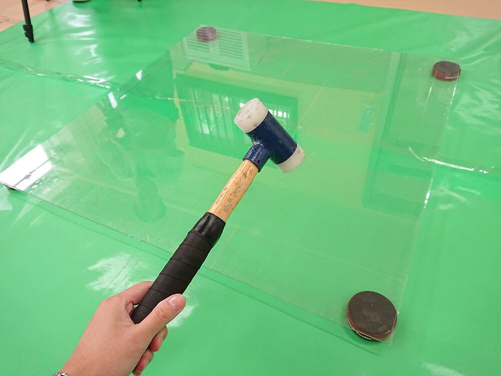 ガラスを割るハンマー