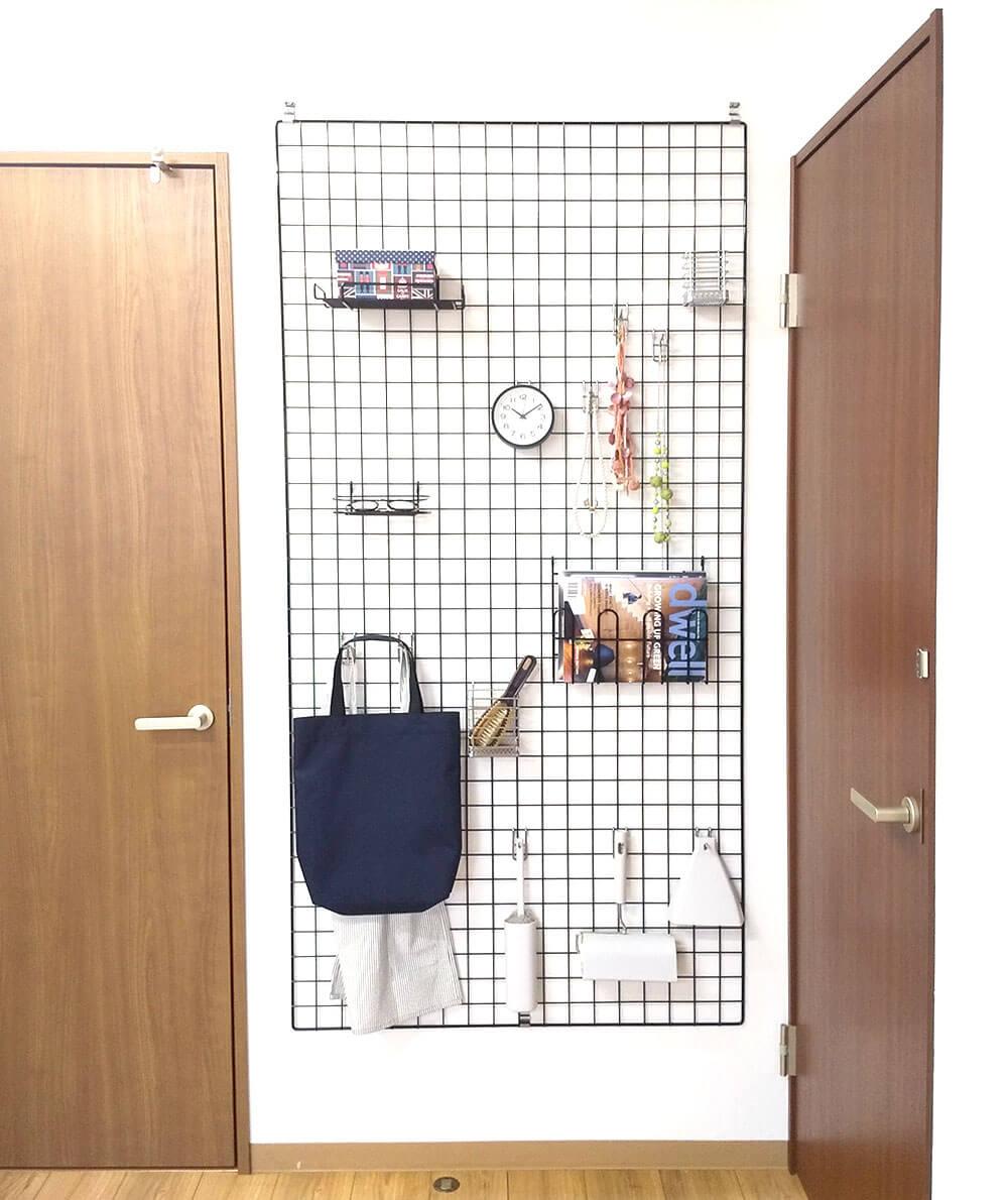 壁付けフックでメッシュパネル設置