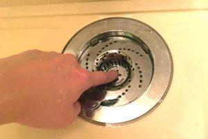 排水口に髪の毛を詰まらせず、カンタンに掃除できちゃう便利グッズ