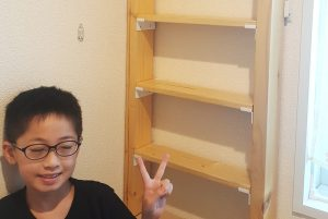 子供部屋のすき間活用!収納棚を親子DIYで増設した