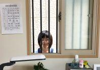 外から中が見えず風通しもキープする、小窓の目隠し方法