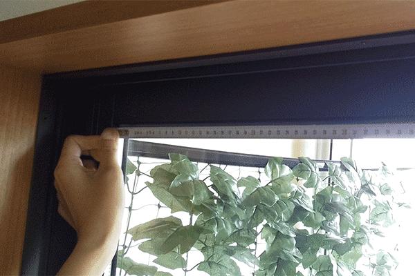 ガラス面の縦横の辺を測る