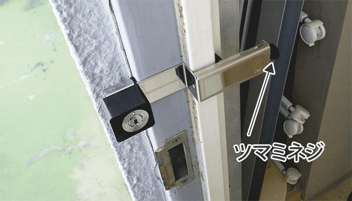 ドア枠を挟み込んで設置