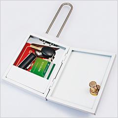 シークレットボックス開けて貴重品を入れた状態の画像