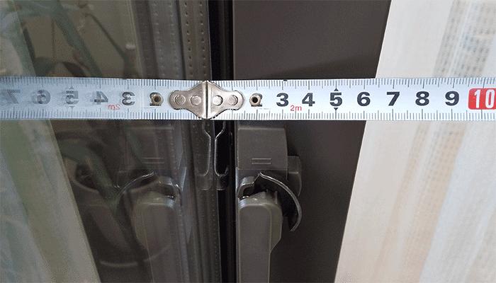 窓ガラス同士のすき間は10mm以上必要