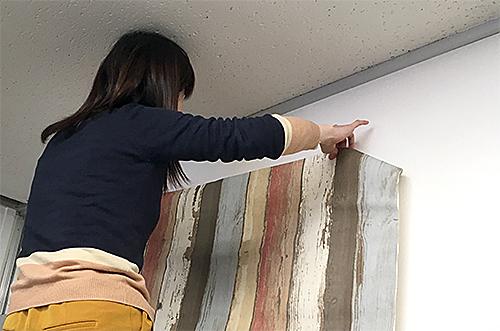 貼って剥がせる壁紙シート『デコマ』は貼り直しができる壁紙シート