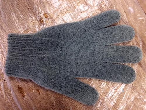 手袋に「液体保護スプレー(布製品&木材用)」を試してみました