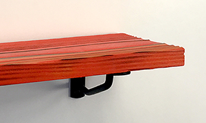 カラフルな塗装木材UROCOを棚受にすれば飾り棚もオシャレに変身
