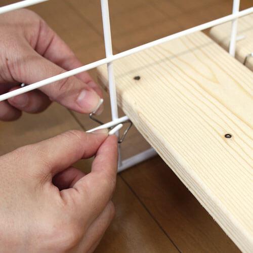 棚板を固定する
