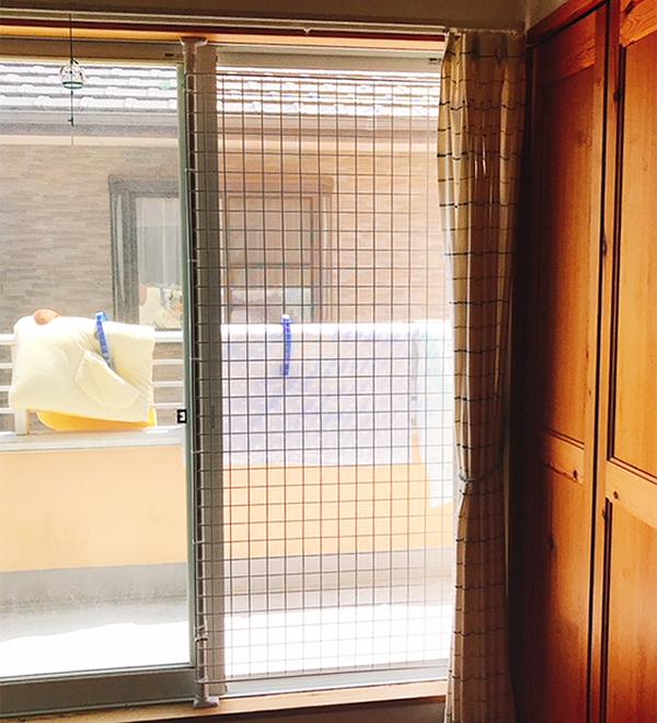 窓のサイズに合わせてセミオーダーで作成