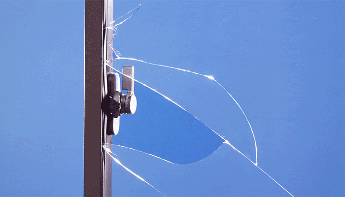 クレセント部分を破られた窓